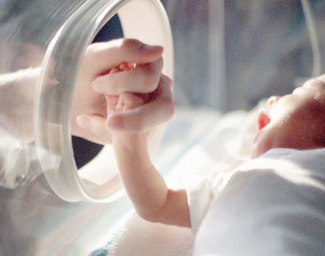 baby-in-nicu-feat
