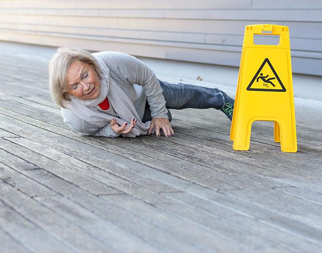 Elderly-woman-falling-659-x-519