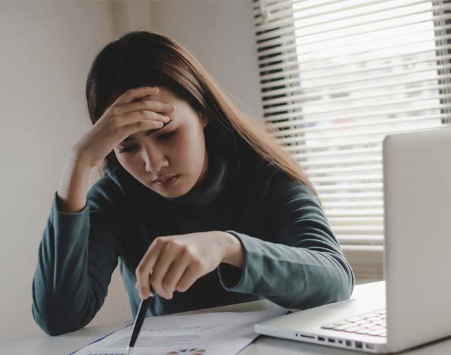 millennial-woman-at-computer